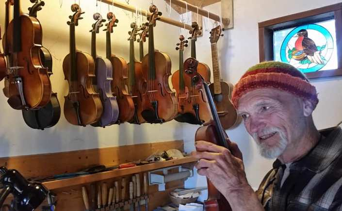 Robie Hiroz fiddle banjo Ben Lomond