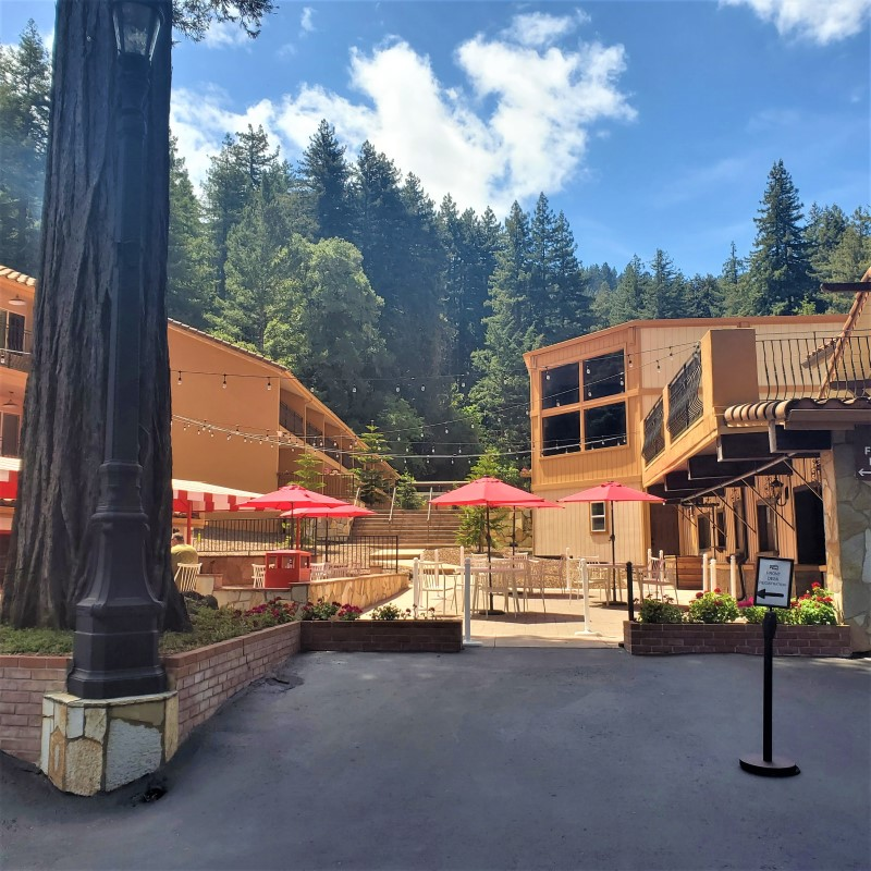 Brookdale Lodge outdoor dining